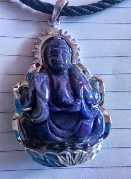 Mặt dây chuyền Phật Quan Âm đá Saphia TS97